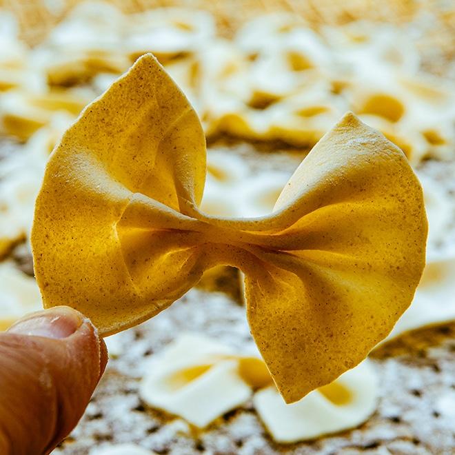 Pasta selber machen - Farfalle mit Käsesoße